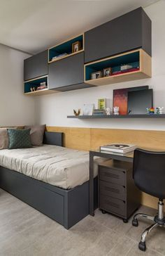 Looking for a teen bedroom remodel idea? Let's figure out 35 coolest teen bedroom ideas. Let's start with styling your bedroom! Home Room Design, Bedroom Sets, Room Design, Home, Bedroom Interior, Small Room Bedroom, Shelves In Bedroom, Home Interior Design, Interior Design