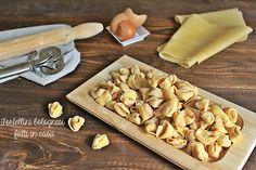 Ecco svelata la risposta sul come fare tortellini bolognesi in casa con tanto di ripieno per tortellini e sfoglia fresca. Una ricetta facile e buona