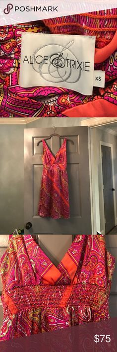 Alice & Trixie dress Like new, stretch back soft silk material Alice & Trixie Dresses Mini