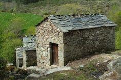 Moinhos da aldeia de Moimenta, no parque de Montesinho,