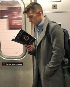 Instagram-Account-Shares-Hot-Dudes-Reading-Books Guys Read, Man Photography, Man Images, Books For Boys, Book Aesthetic, Good Looking Men, Book Nerd, Cute Guys, Book Worms