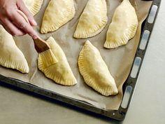 Piroger –deg och fyllning Zeina, Chutney, Food Inspiration, Brunch, Food And Drink, Pizza, Tasty, Dinner, Snacks
