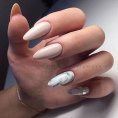 Semi-permanent varnish, false nails, patches: which manicure to choose? - My Nails Nails Polish, Matte Nails, My Nails, Stiletto Nails, Coffin Nails, Acrylic Nails Natural, Natural Nails, Prom Nails, Long Nails