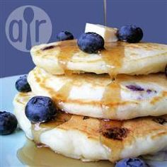 Hot cakes con moras azules @ allrecipes.com.mx