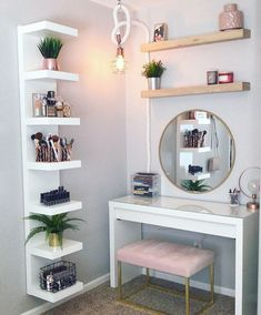 8 Effortless DIY Ideas To Organize Makeup According To Your .- 8 Effortless DIY Ideas To Organize Makeup According To Your Personality Type. M… 8 Effortless DIY Ideas To Organize Makeup According To Your Personality Type. Room Ideas Bedroom, Home Bedroom, Ikea Room Ideas, Master Bedroom, Bedroom In Basement Ideas, Adult Bedroom Ideas, Square Bedroom Ideas, Long Bedroom Ideas, White Desk Bedroom