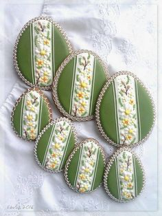 Easter eggs in spring style Horse Cookies, No Egg Cookies, Galletas Cookies, Iced Cookies, Easter Cookies, Cupcake Cookies, Easter Egg Designs, Sugar Cookie Frosting, Flower Cookies