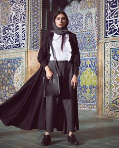 persian fasion-iranian woman Modern Hijab Fashion, Muslim Fashion, Modest Fashion, Unique Fashion, Girl Fashion, Fashion Outfits, Fashion Design, Persian Girls, Persian People