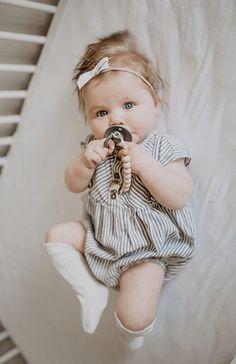 The cutest baby girl with our pacifier clip! Baby Outfits, Little Girl Outfits, Toddler Girl Outfits, Kids Outfits, Baby Girl Bows, Cute Baby Girl, Baby Love, Cute Babies, Cutest Babies Ever