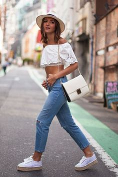 casual jeans and crop top with sneaker espadrilles
