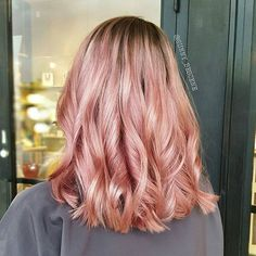 Rose gold/peach is making a comeback! Warm tones are where it's at Used @schwarzkopfusa 9.5-18 and 9.5-17 for this beautiful shade and of course never without @brazilianbondbuilder to keep that hair shiny and healthy! #sunnybescene #bescene