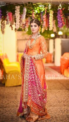 50 Ideas For Indian Bridal Hairstyles With Dupatta Color Combos Pakistani Formal Dresses, Pakistani Wedding Outfits, Pakistani Wedding Dresses, Pakistani Bridal, Bridal Outfits, Bridal Lehenga, Indian Bridal, Bridal Dresses, Wedding Lehanga