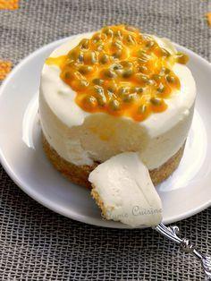 Tartelettes à la mousse de yaourt à la vanille, coulis de fruits de la passion et orange, sur fond biscuité