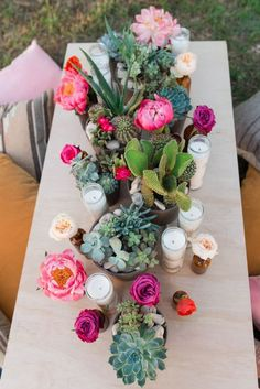 BOLD & VIBRANT PINK BOHEMIAN WEDDING STYLING IDEAS / / http://www.himisspuff.com/succulent-wedding-decor-ideas/2/