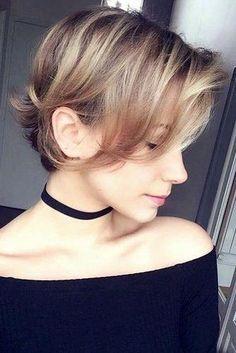 Trend Frisuren 2019  kurzhaarfrisuren  kurze  haare  haarschnitt  frisuren   finewavyhair Capelli a0293ddab512