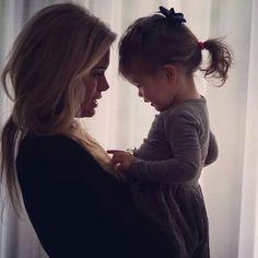 Nicolette van Dam met haar dochtertje Lola Lily. Zo lief.