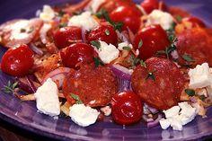 Tomatfräst vitkål med fetaost & salami