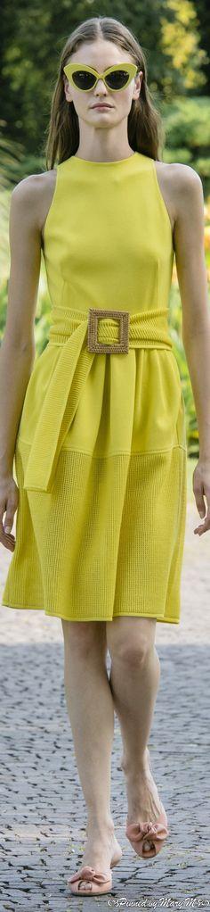 Fashion 2020, Daily Fashion, Spring Fashion, Fashion Show, Fashion Trends, France Outfits, Moda Formal, Casual Dresses, Summer Dresses