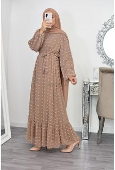Modest Fashion Hijab, Modern Hijab Fashion, Frock Fashion, Hijab Fashion Inspiration, Abaya Fashion, Muslim Fashion, Fashion Dresses, Dubai Fashion, Fashion Fashion