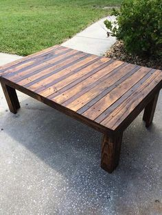 Stained Pallet Table   WANT!