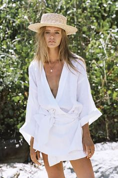 Maya Stepper stars in the ultra beachy inspo for Australian women's fashion brand SIR The Label, photographed by Brydie Mack. Women's Summer Fashion, Look Fashion, Fashion Outfits, Womens Fashion, Fashion Tips, Fashion Design, Gypsy Fashion, Fashion 2018, Ladies Fashion