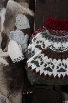 Hvordan strikke Villmarksgenseren for nybegynnere :D – LinkaNeumann.com Sweater Outfits, Mittens, Christmas Sweaters, Diy And Crafts, Wool, Blanket, Knitting, Jumpers, Fashion Design