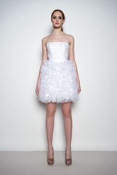 Daisy - Kr�łtka suknia ślubna z koronką
