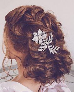 Ulyana Aster Romantic Long Bridal Wedding Hairstyles_12 ❤ See more: http://www.deerpearlflowers.com/romantic-bridal-wedding-hairstyles/2/