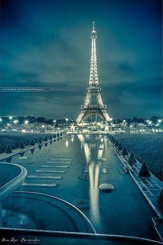 Blue Eiffel   La Beℓℓe ℳystère http://mundodeviagens.com/ - Existem muitas maneiras de ver o Mundo. O Blog Mundo de Viagens recomenda... TODAS!