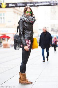Ženy s zimní módní populární accessoires, jak nosit kostkovaný šátek, ulice styl, Uličná moda