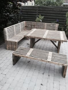 A similar style table with the addition of an opening & hardware for an outdoor umbrella Diy Garden Furniture, Deck Furniture, Diy Pallet Furniture, Home Decor Furniture, Outdoor Fire, Outdoor Living, Outdoor Decor, Palette Projects, Garden Landscape Design