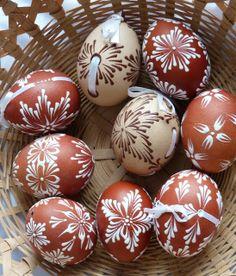˚ Egg Decorating, Line Design, Easter Eggs, Porcelain, Beautiful, Wood, Haha, Porcelain Ceramics, Tableware