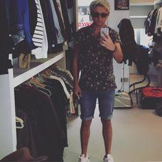 Niall in shorts<3May2016