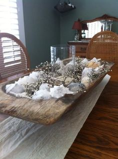 Antique Dough Bowl with Conch Shells and a Candle Dining Room Table Decor, Guest Room Decor, Dining Rooms, Table Arrangements, Table Centerpieces, Table Decorations, Winter Home Decor, Dough Bowl, Wooden Bowls