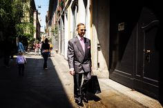 #streetphoto #milanocityufficiale #fujix100t #X100T #loves_milano #milano #igerslombardia #fujifilm #35mm #igersmilano #35mm #милано #fujixseries #streetphotography #milanodavedere @fujixseries @fujifilmitalia @streetphotographers by milanostreetphoto