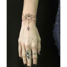 """Tatuagem feita por <a href=""""http://instagram.com/lingtattoo"""">@lingtattoo</a> - Acreditem, foi feita a mão livre!  Ling Gold tattoo SP Rua Marselhesa 535, Vila Mariana - SP Lingtattooist@gmail.com www.facebook.com/lingtattooist"""