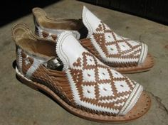 Huaraches from the Nahuatl ppl of Mesoamerica. I need these in my lifestyle!