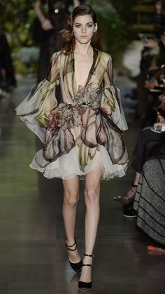 Elie Saab Spring/Summer 2015 Haute Couture via @stylelist   http://aol.it/1Cx3Bpm