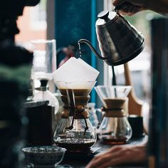 Find out where to get the best coffee, freshly roasted beans and coffee related accessories in Berlin in our new top 10 list! #coffee #berlin #top10 #cafe #roastery #coffeetime #kaffee #kaffeepause #recommendation #empfehlung #cremeguides #cremeberlin