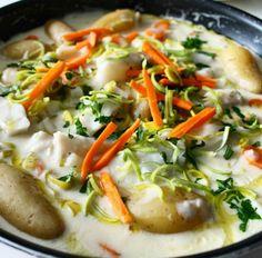 Torsk og rotgrønnsaker i hvit saus – Snikgjest Fish And Seafood, Baked Potato, Nom Nom, Recipies, Food And Drink, Chicken, Meat, Ethnic Recipes, Sea Food
