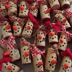 Lot of 10 - choose your color! Snowman Christmas Ornaments in Wine Cork, Wine Bottle .Lot of 10 - choose your color! Snowman Christmas Ornaments in Wine Cork, Wine Bottle Gift Tags, Snowman Ornament, Icywine Snowman Christmas Ornaments, Christmas Crafts For Kids, Holiday Crafts, Christmas Diy, Christmas Decorations, Crafty Christmas Gifts, Snowman Crafts, Christmas Items, Christmas Wrapping