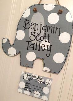 Elephant Baby Wooden Door Hanger by arhjohnston on Etsy Hospital Door Hangers, Baby Door Hangers, Burlap Door Hangers, Wall Hanger, Wooden Projects, Wooden Crafts, Baby Kranz, Shower Bebe, Baby Shower