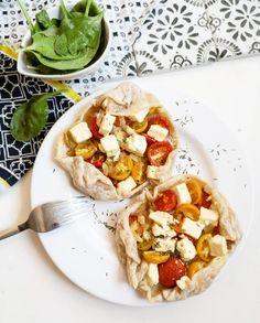 Cette recette de Feuilletés Tomate Feta Oignon est une recette simple et délicieuse parfaite pour un repas rapide et sain.