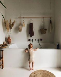 Bathroom Decor art Minimalistisches Badezimmer in - bathroomdecor Tadelakt, Home Decor Kitchen, Apartment Kitchen, Apartment Design, Kitchen Living, Living Rooms, Interiores Design, Bathroom Inspiration, Home Decor Accessories