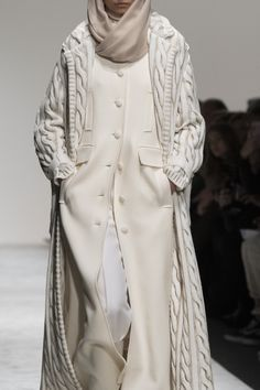 Laura Biagiotti at Milan Fashion Week Fall 2018 Laura Biagiotti at Milan Fashion Week Fall 2018 - Details Runway Photos. Fall Fashion Trends, Latest Fashion Trends, Trendy Fashion, High Fashion, Autumn Fashion, Fashion Outfits, Womens Fashion, Fashion 2018, Fashion Boots