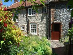 This cosy cottage is in the heart of Blakeney, just a short stroll from The Quay. Tucked away from the road, it's a gorgeous holiday hideaway. Book here.