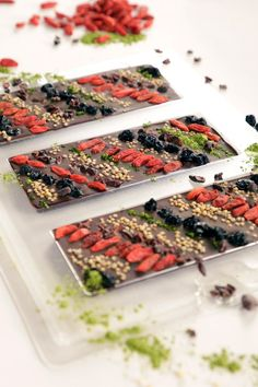 DIY Superfood Chocolate Bar With Matcha, Goji Berries, and Puffed Quinoa