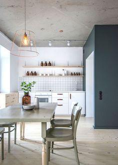 Apartamento com decoração clean e despojada em São Petersburgo, na Rússia. Minimalista, o imóvel é repleto de ideias práticas e econômicas, com reuso de produtos e técnicas de faça você mesmo.