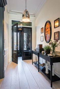 Home Decoration Ideas Apartments Romanesque Revival row house gets modern update in Brooklyn.Home Decoration Ideas Apartments Romanesque Revival row house gets modern update in Brooklyn Brownstone Interiors, Townhouse Interior, London Townhouse, Modern Entryway, Entryway Decor, Entry Foyer, Grand Entryway, Door Entry, Hallway Decorating