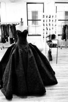 Zac Posen--- His designs are such and inspiration to me! His creativity astounds me!! I adore his creations!!