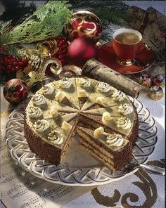 Unser beliebtes Rezept für Mozart-Torte und mehr als 55.000 weitere kostenlose Rezepte auf LECKER.de.
